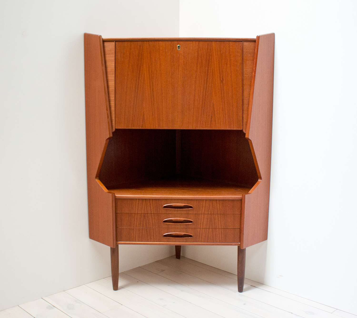 danish-teak-corner-drinks-cabinet-by-omann-jun