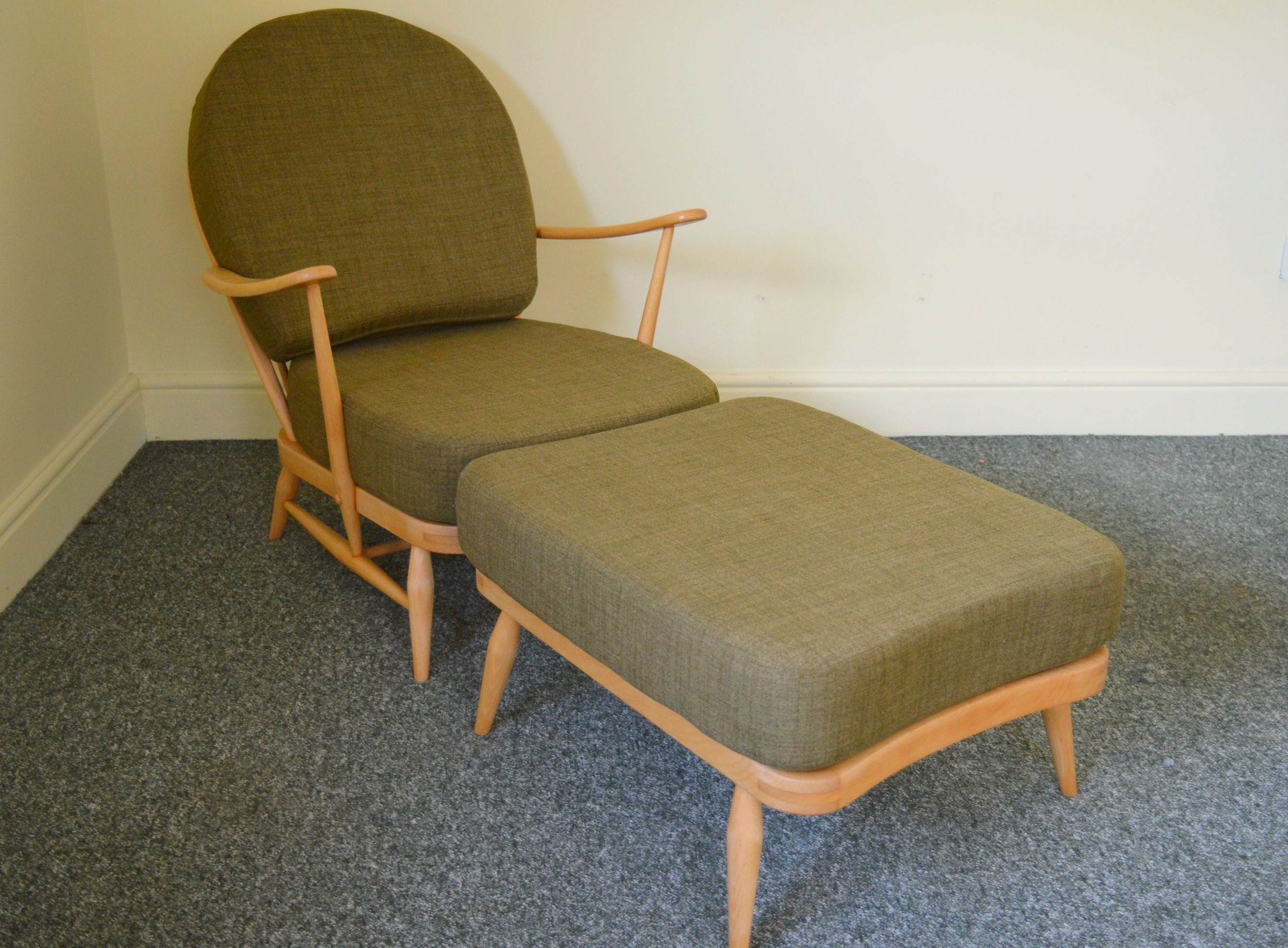 ercol-vintage-windsor-203-armchair-and-341-footstool-in-soft-green-ercol