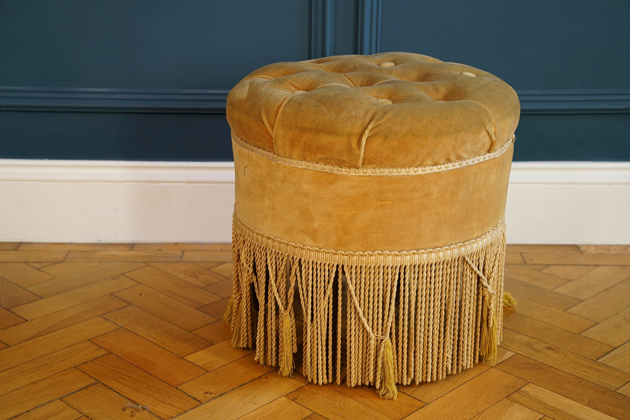 gold-velvet-fringed-pouf (1)