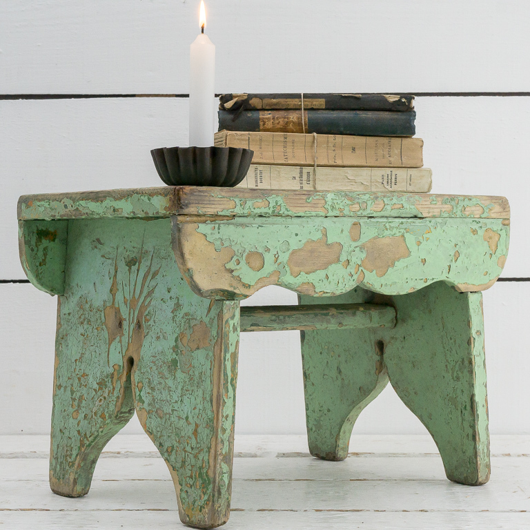 green-chippy-stool