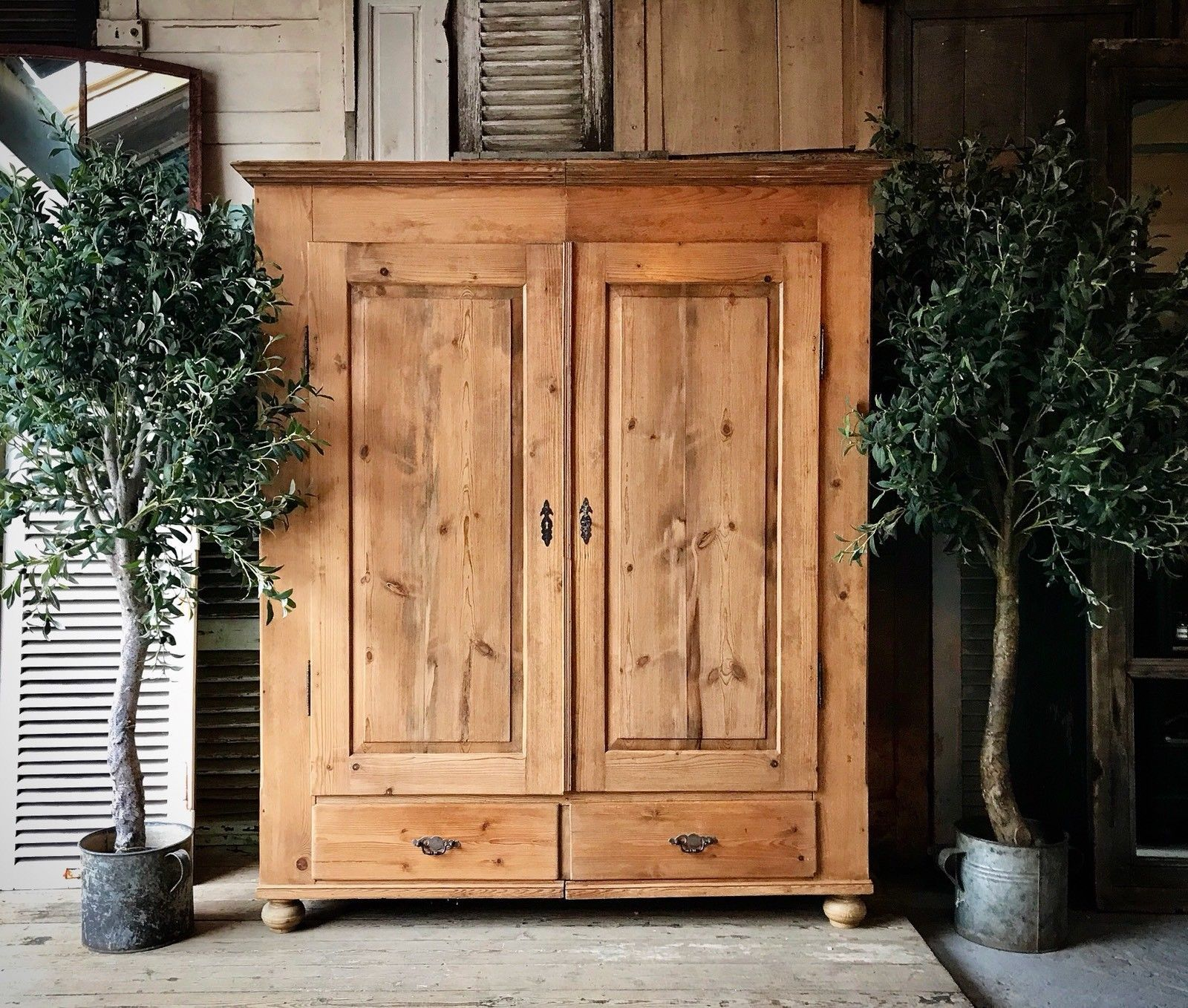 vintage-rustic-pine-wardrobe-4bfe6057-842e-403a-b647-88397c7d0572