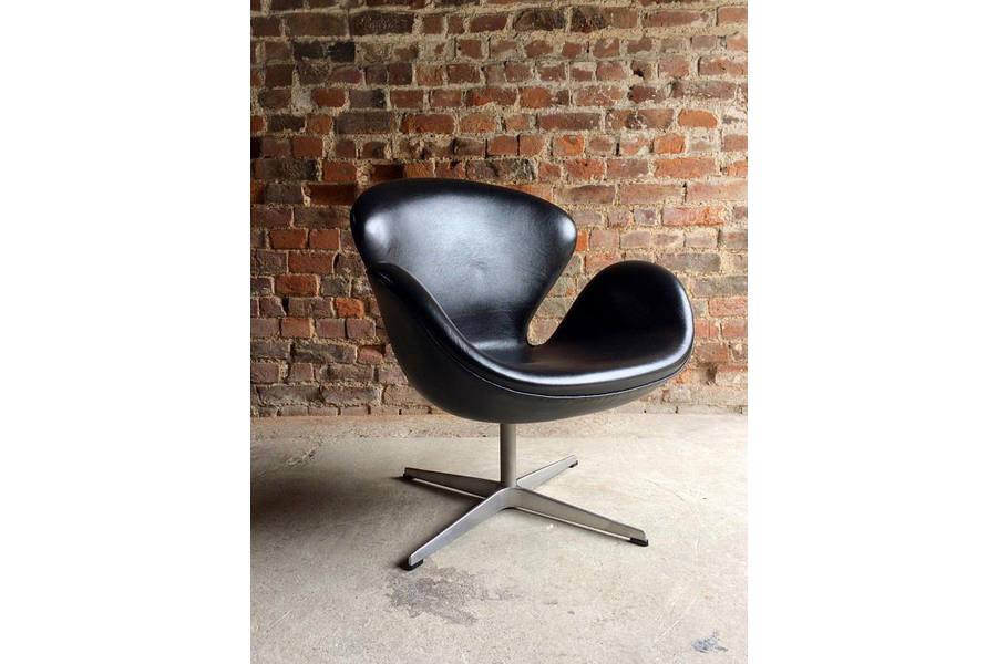 large_arne-jacobsen-swan-chair-black-leather-for-fritz-hansen-2002-danish