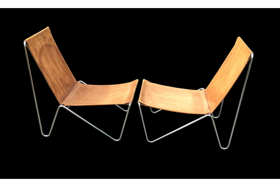 large_pair-of-early-original-bachelor-chairs-by-verner-panton-for-fritz-hansen