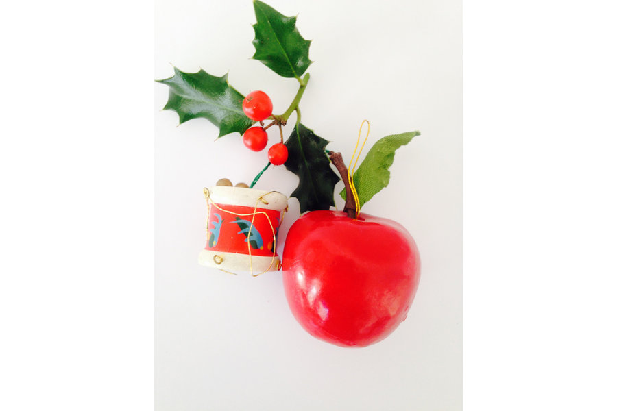 large_set-of-2-original-vintage-wooden-nordic-christmas-ornaments-2-cute-original-1950-s-mid-century-decorations-apple-drum