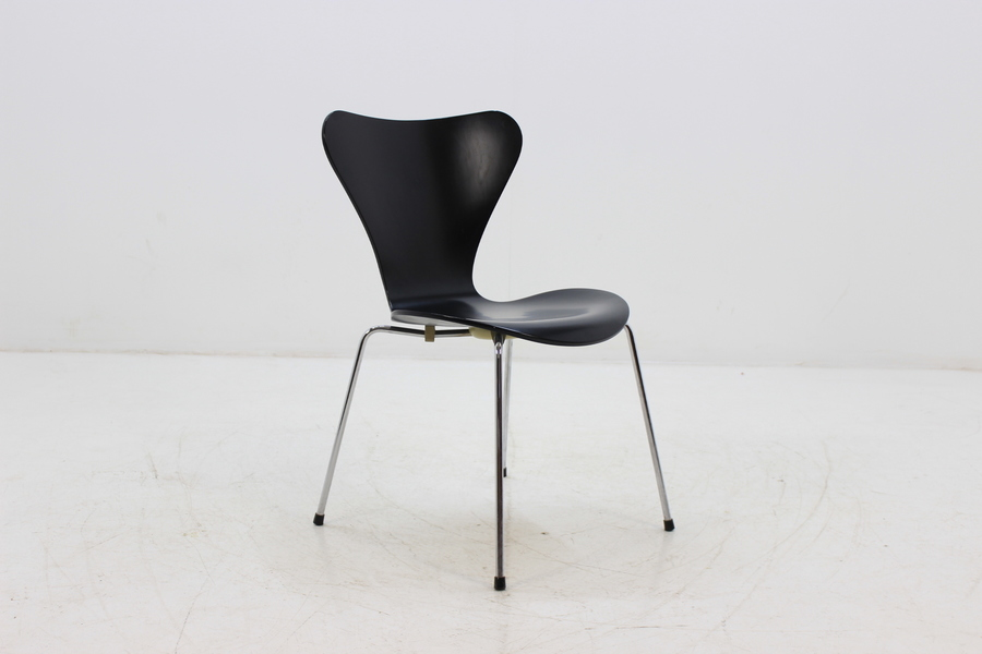 Guide to 15 Most Iconic Scandinavian Chair Designs of All Time - Vinterior