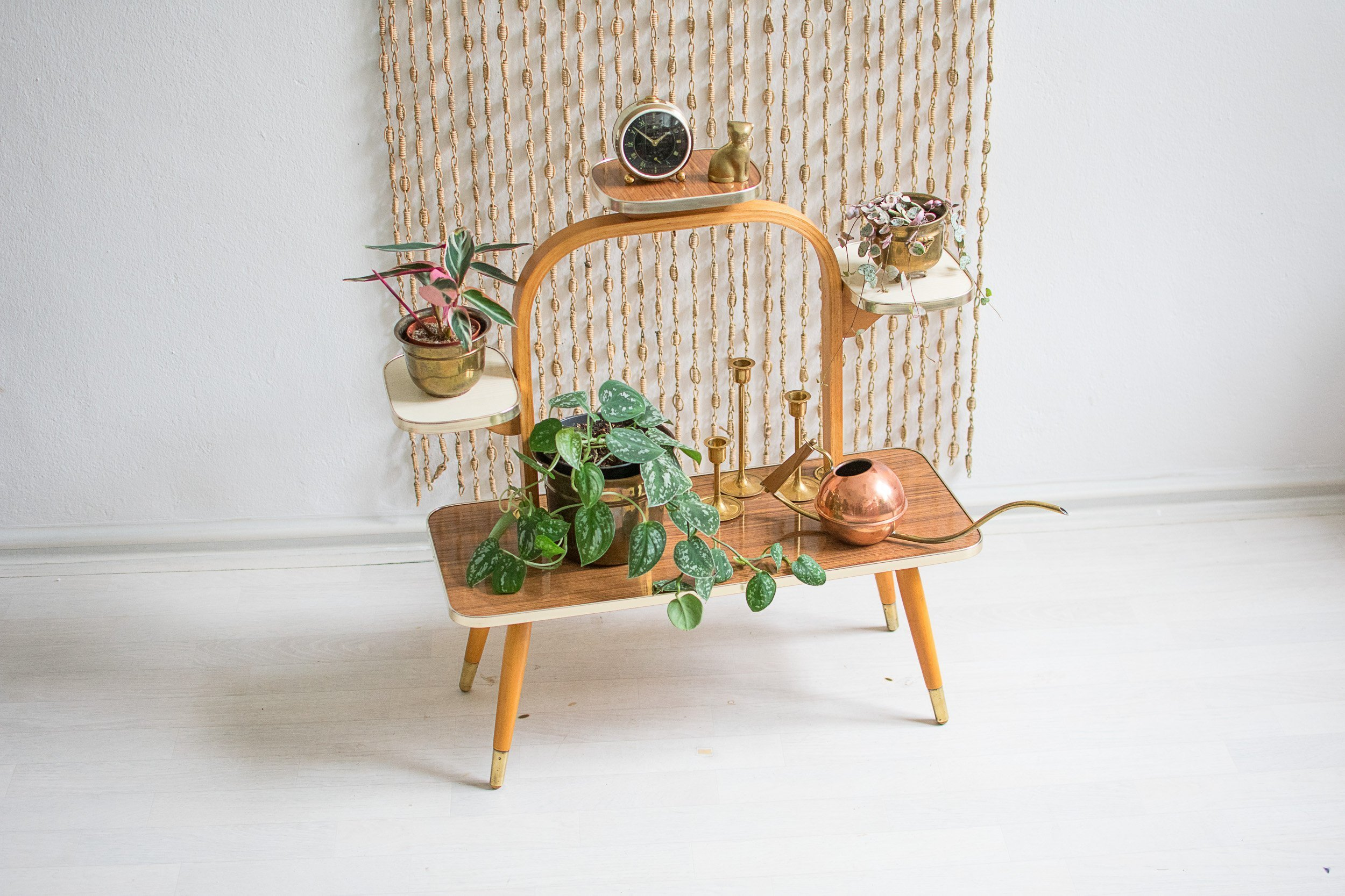 10 ways to style houseplants using vintage accessories | Vinterior